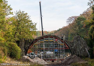 Die eingerüstete Rakotzbrücke